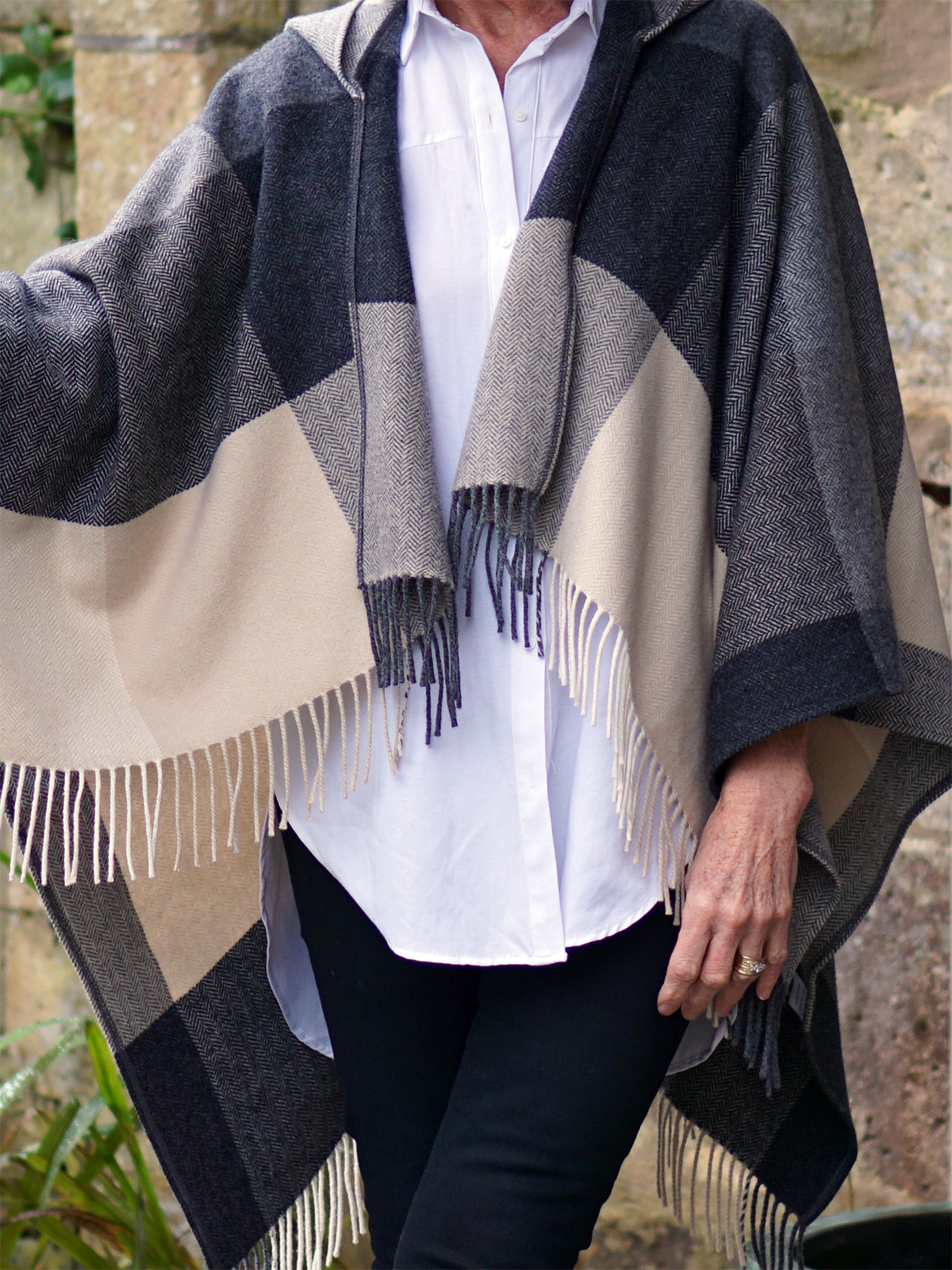how to, what to wear, 3 ways to wear, hourglass shape, shirt, button up, long shirt, collared shirt, sleeveless shirt, denim, seasoned fashionista, over 50, over 60, cape, blanket scarf