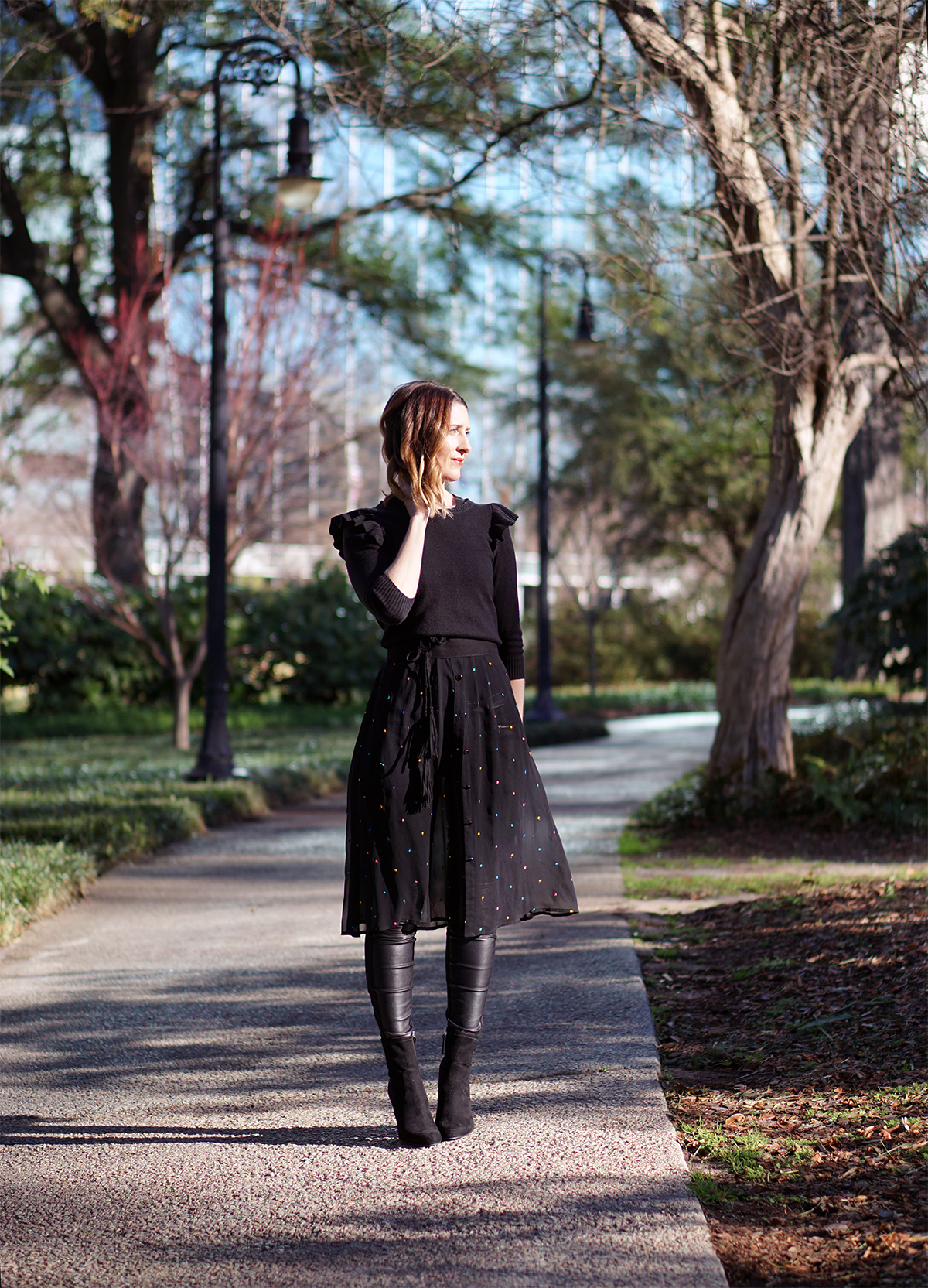 THREE (MORE) WAYS TO WEAR FAUX LEATHER LEGGINGS