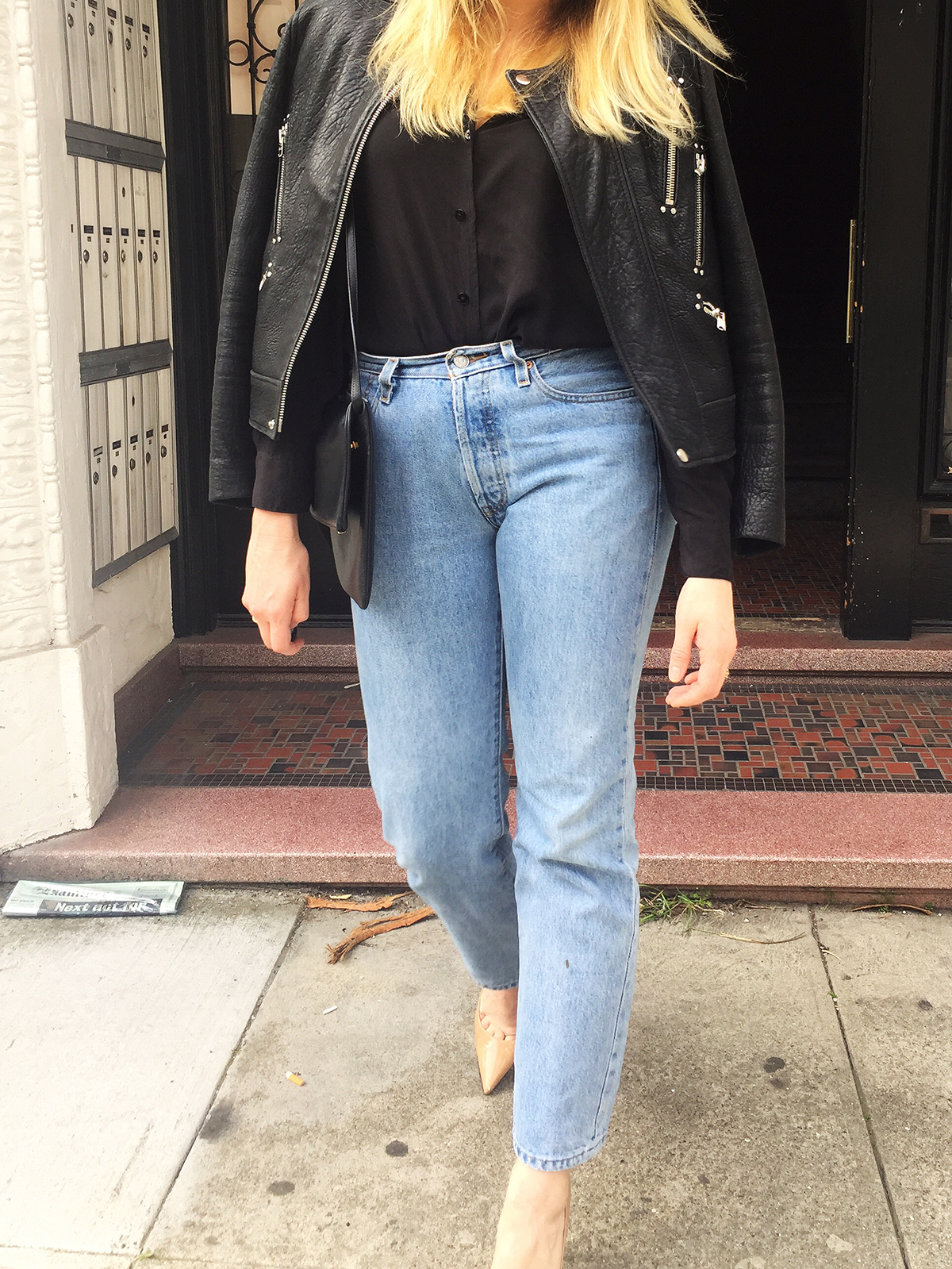 Levis, jeans, denim, vintage, how to, summer, spring, casual, every day, style, women, fashion, inspiration, style tips, simple, look good, three ways to wear, how to, Silk blouse, Black silk, blouse, leather, heels