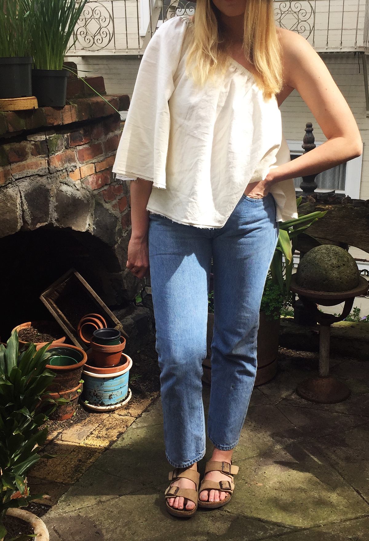 Levis, jeans, denim, vintage, how to, summer, spring, casual, every day, style, women, fashion, inspiration, style tips, simple, look good, one shoulder, white, off the shoulder, Birkenstocks, hat, three ways to wear, how to
